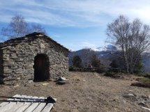 En la ermita. Al fondo son visibles la llegada de Rincón de Cielo y Gallinero en